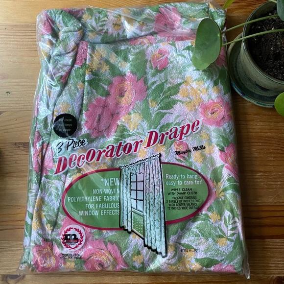 """Vintage 3 Piece """"Decorator Drape"""""""